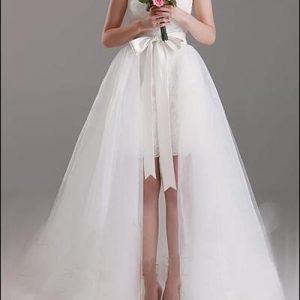 2-in-1 Brautkleid mit abnehmbarem Tüllrock